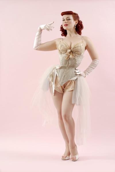dating a burlesque dancer